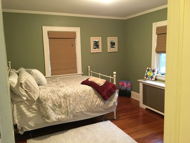 Comfy guest room near Capital Theatre - Port Chester - Casa