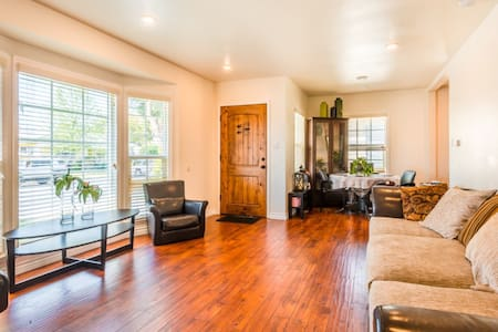 Luxury Private Home Downtown Culver City - Culver City - Rumah