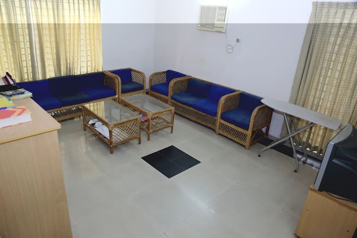 Cheap AC homestay at Bashundhara R/A, Dhaka