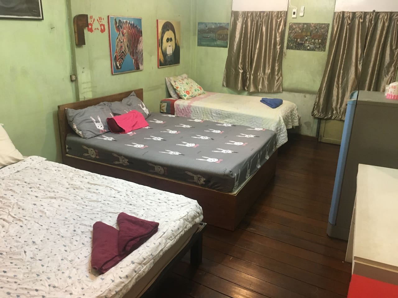 Private 2 new queen beds & one new single bed.Fresh new pillows linens.New air conditioning fans. Private on-suite walkout balcony.Teak floors.New fridge.High speed wifi.Enjoy Bkk Bistro Bar is downstairs.Saphan Taksin skytrain BTS 3 minute walk.