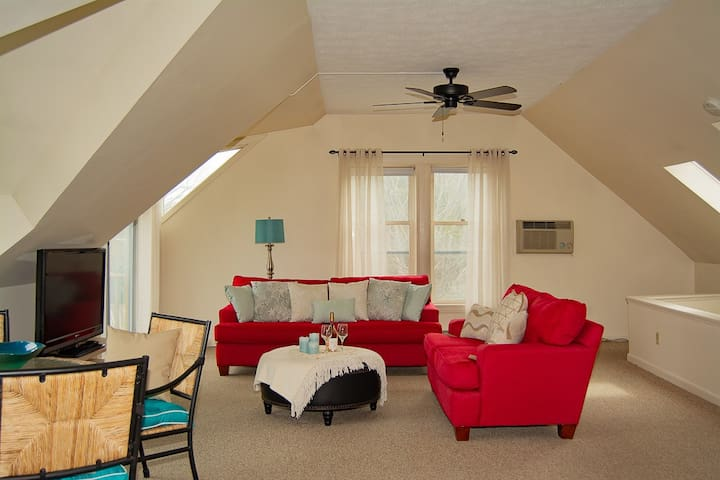 Ogunquit - Perkins Cove 2 Bedroom Condo