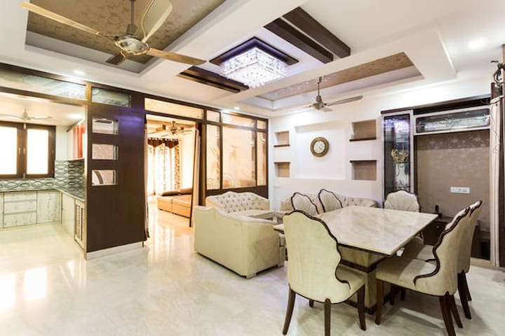 Apartment Home 4BR with 5 Star facilities in Delhi