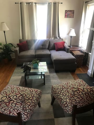 Cozy Home 2 BR 200 off during holidays! 🍗🦃🎄🎄