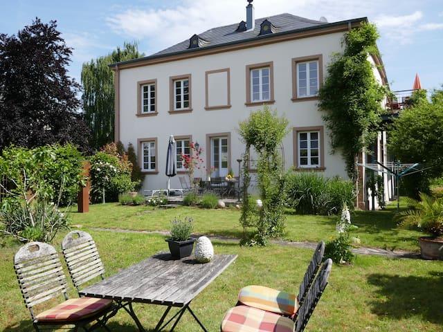 Burgenhaus-Ferienwohnung mit Charme!