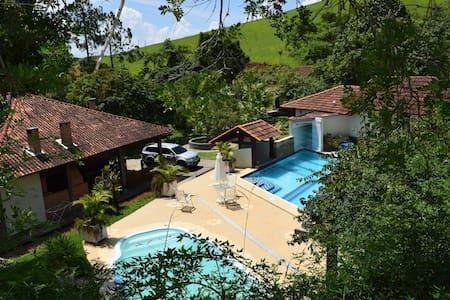 Casa de campo com piscinas, lagos, spa, ofurô! - Valença