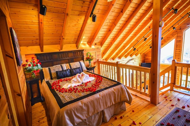 ✧Pondview Log Cabin - luxury 5 min from skiing