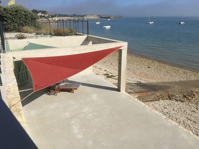 Superbe villa les pieds dans l'eau vue panoramique