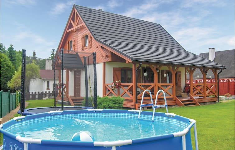 Holiday cottage with 3 bedrooms on 100m² in Santoczno
