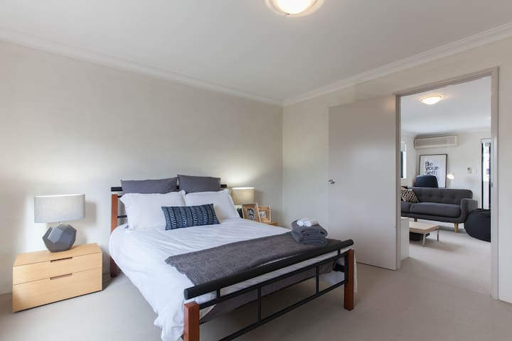 Cosy Townhouse 5km to city - Maylands - Townhouse
