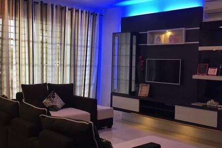 Modern design homestay@Unifi 100mbs Hi speed WIFI