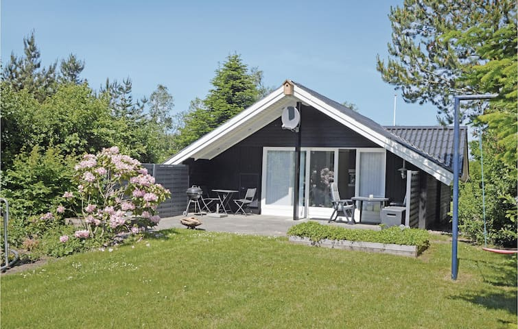 Holiday cottage with 2 bedrooms on 51 m² in Ansager
