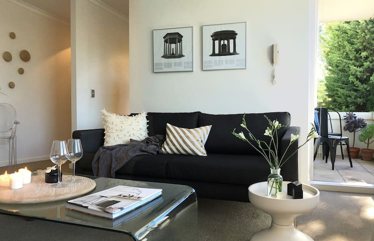 Stylish, private retreat in a great location. - Hawthorn East - Flat