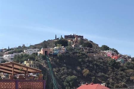 Recámara con hermosa vista - Guanajuato - House