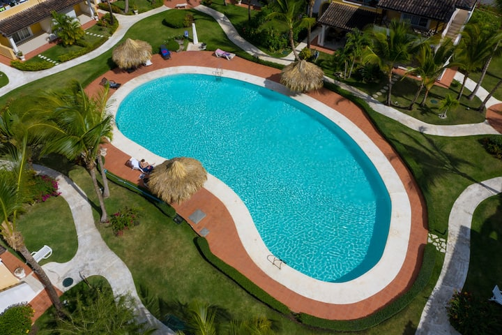 Dominicus large pool, strong WIFI, TV, AC,4 Guests