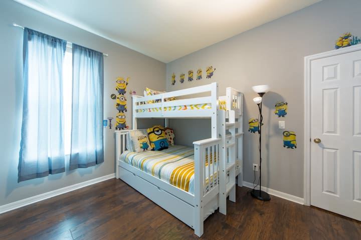 Minions themed Bedroom Quarto temático Minions