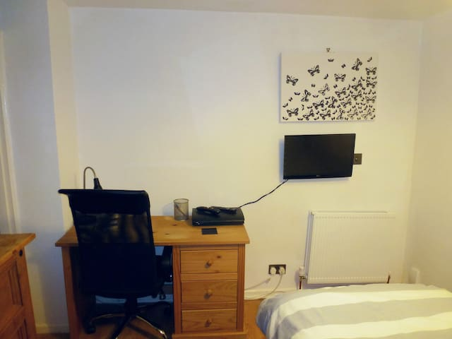 Room to rent in Stockport close to transport links