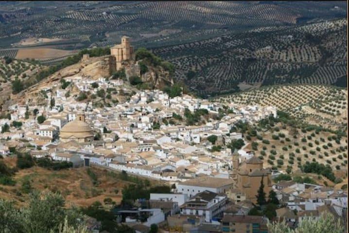 Casa de la montaña verde (Granada ,Montefrío)