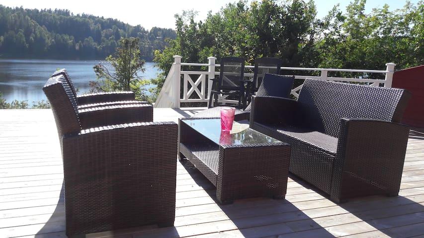 Idyllisk hytte ved Askjemvannet, fiske og bading.