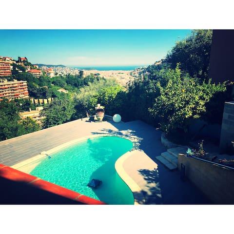 Magnifique Chambre privée sur les hauteurs de Nice