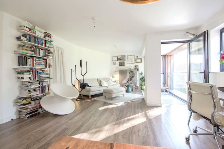 Sunny Architect & Artist's Flat in Shoreditch