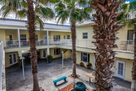 Flagler Avenue Oasis - New Smyrna Beach
