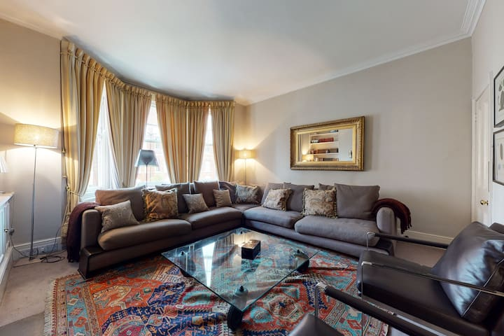 Amazing 5 Bed, 2 Bath Flat in the Heart of Chelsea