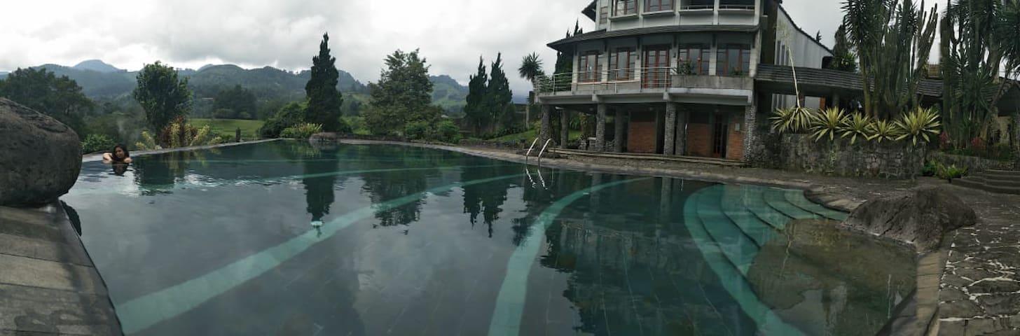 STR Villa 3 bedrooms with pool. Cisarua , Puncak.