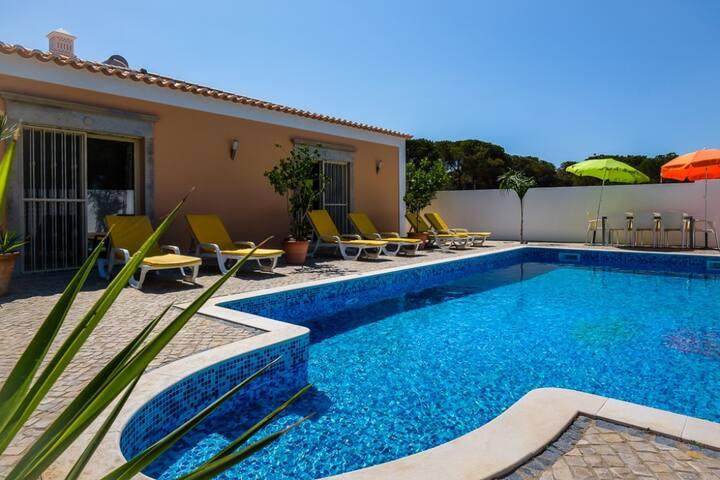 Villa MacGregor 4 quartos a 2 minutos Qta Lago - Almancil - Dom