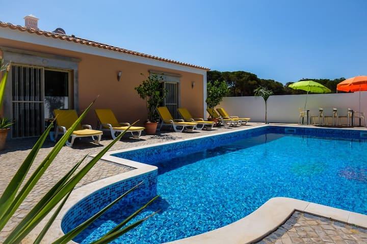 Villa MacGregor 4 quartos a 2 minutos Qta Lago