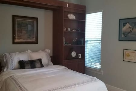 Mt. Fuji room with private bath - Tallahassee - Bed & Breakfast