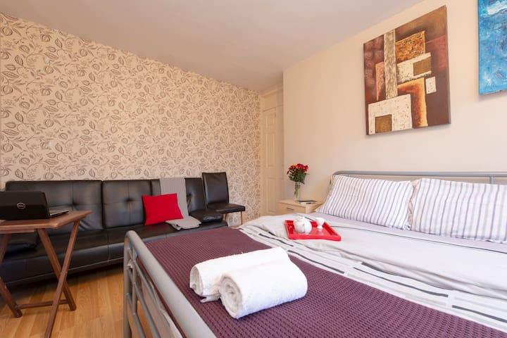Room 3: Triple Room