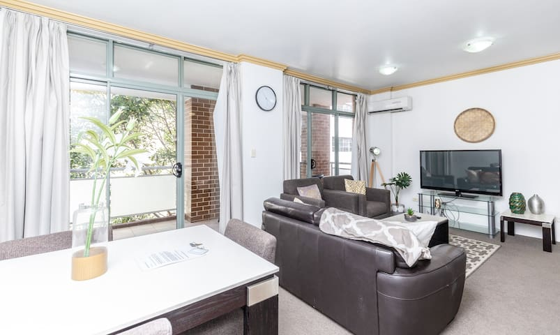 ❤ Huge Darling Harbour 2Br Apt w/ Balcony 52  ❤