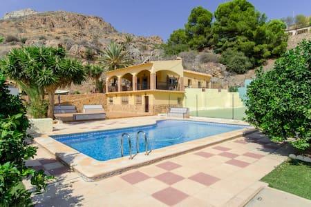 Casa con piscina y preciosas vistas - Portman