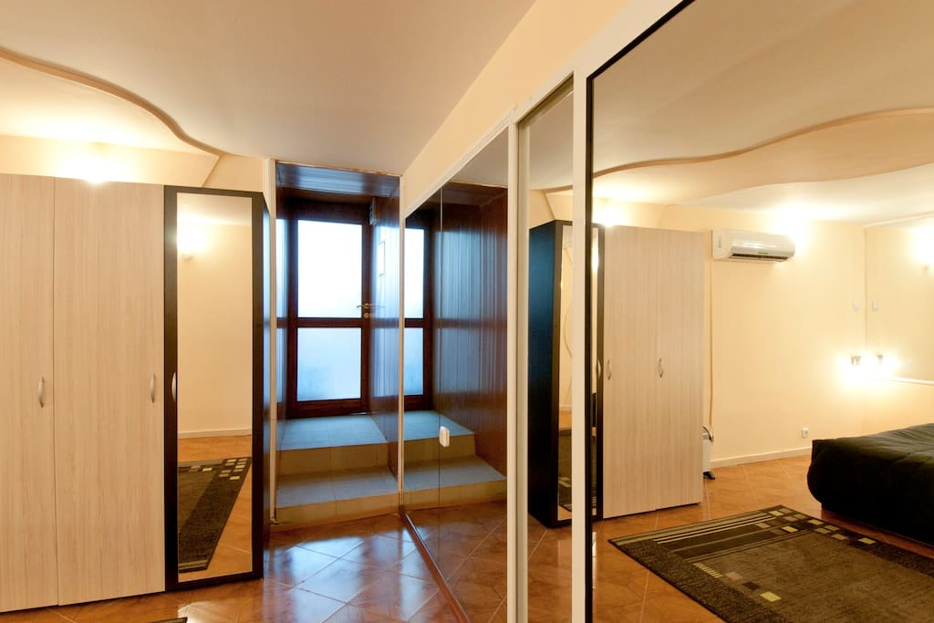 Bedroom with a separate entrance to the entrance hall, with a multitude of mirrors