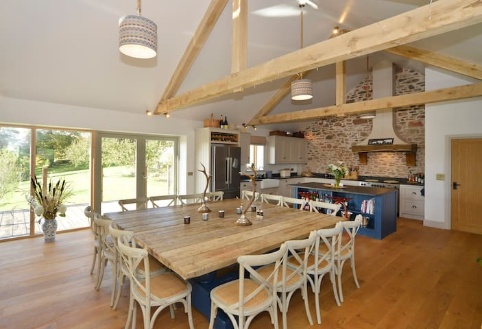 The Mixing House(5 bed newly converted barn)
