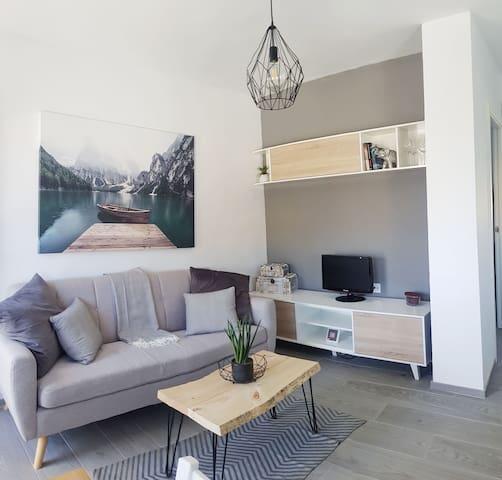 Homely Modern CBD House, 8 min to the beach w/2 BD