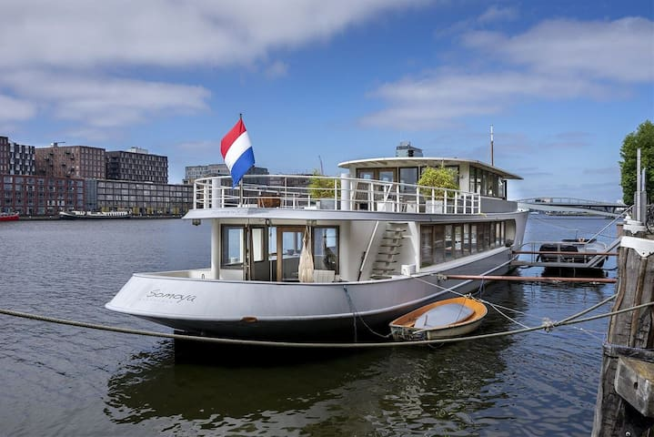 Stunning boat with a view - luxurious with sauna