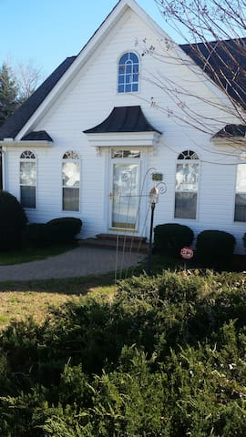 Entire tidy and cozy 2/1 home in prime location - Fuquay Varina