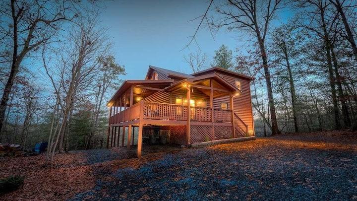 Refined  cabin w/ firepit, gas fireplace, & loft!
