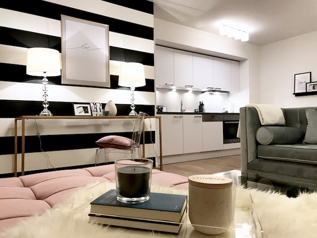 Stylish brand new apartment + free parking