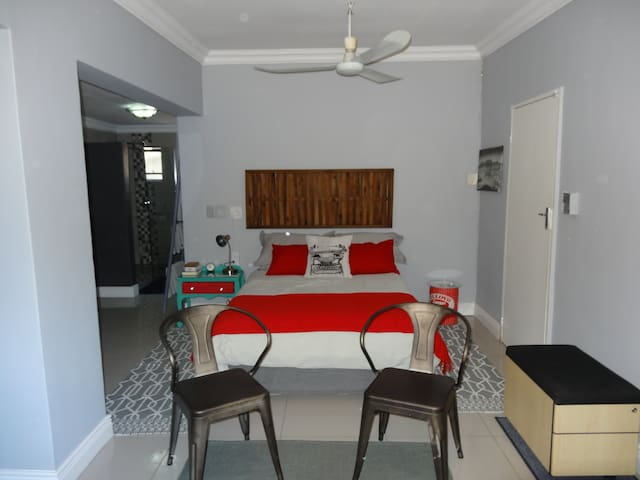 Location and value@Penny's Bed - Lynnwood Glen