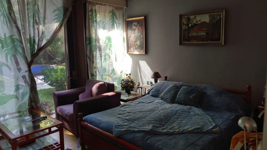 Large Private Room w/ access to garden Kesrouane