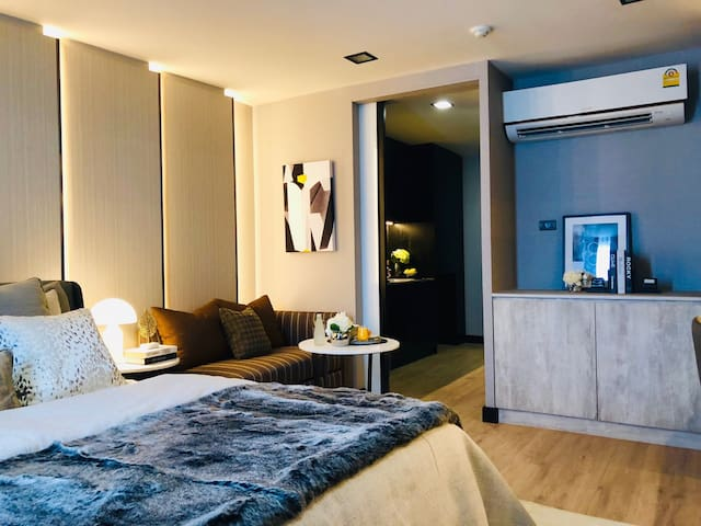 Silver Thonglor Vive Room with Jacuzzi Rooftop