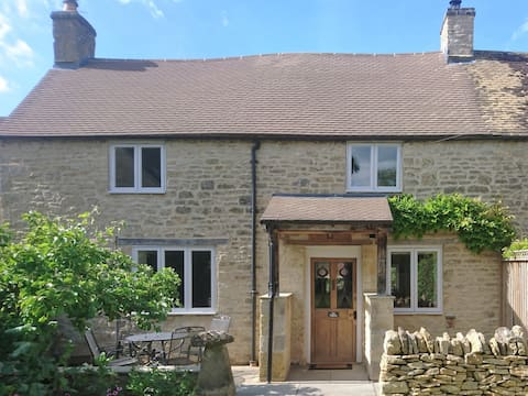 The Pippins, a pretty Cotswold cottage and garden.