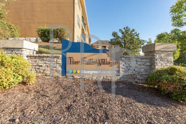 The Falls Village No Resort Fee, Free Parking