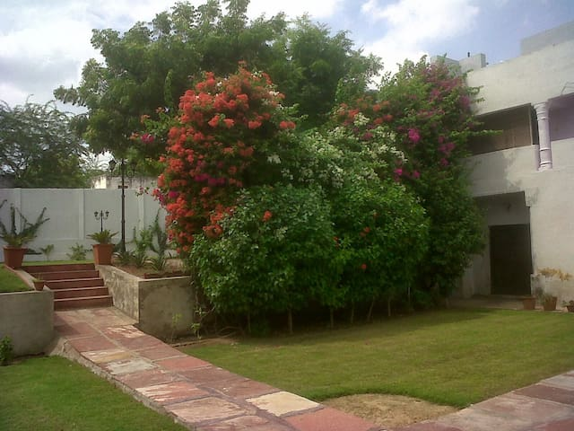 Heritage Haveli with Swimming Pool in Bharatpur