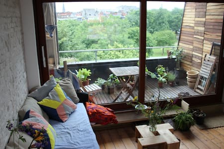 Spacious eco room and terras in great area - House