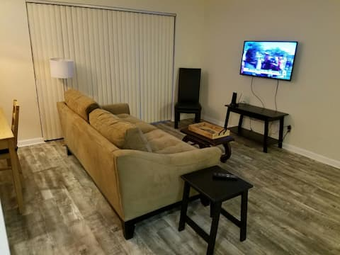 Private apt Downtown West Palm Beach. 183 days min