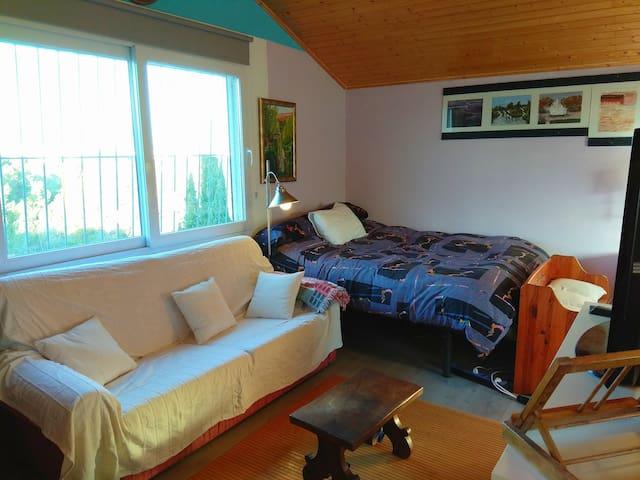 Bonita habitación independiente y tranquila
