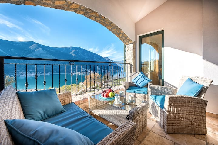 2 Bedroom Apartment with views in Kotor
